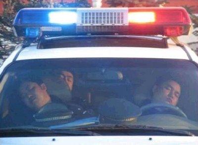 Policiais Dormindo