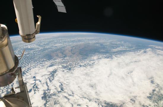 planeta terra satélite